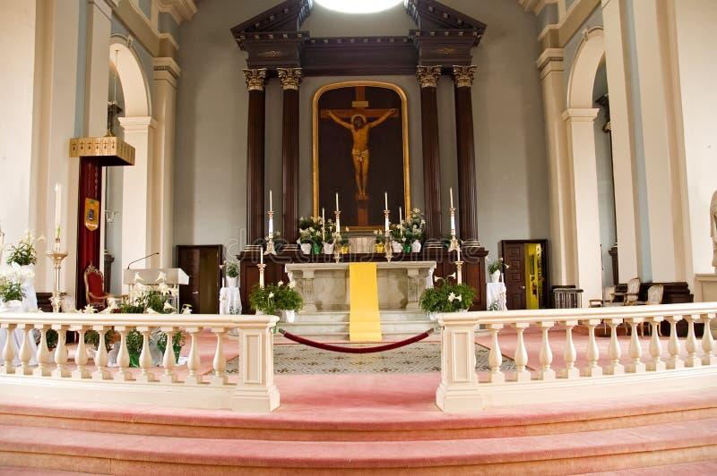Altar de la iglesia católica fotografía de archivo libre de regalías