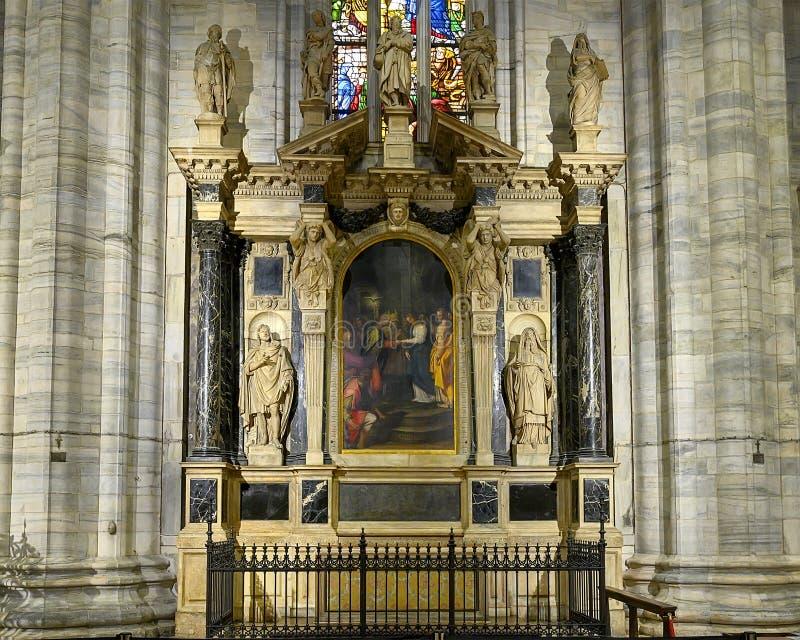 Altar de Saint Joseph dentro de Milan Cathedral, la iglesia de la catedral de Milán, Lombardía, Italia foto de archivo