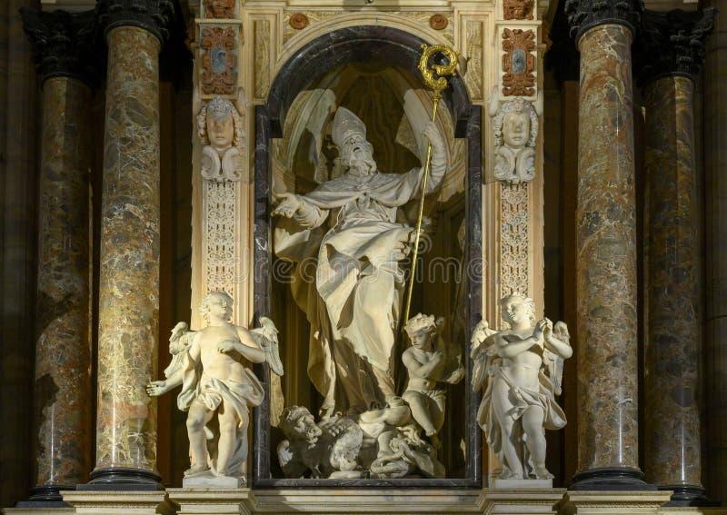 Altar de San Giovanni Buono, Milan Cathedral, Italia imagen de archivo