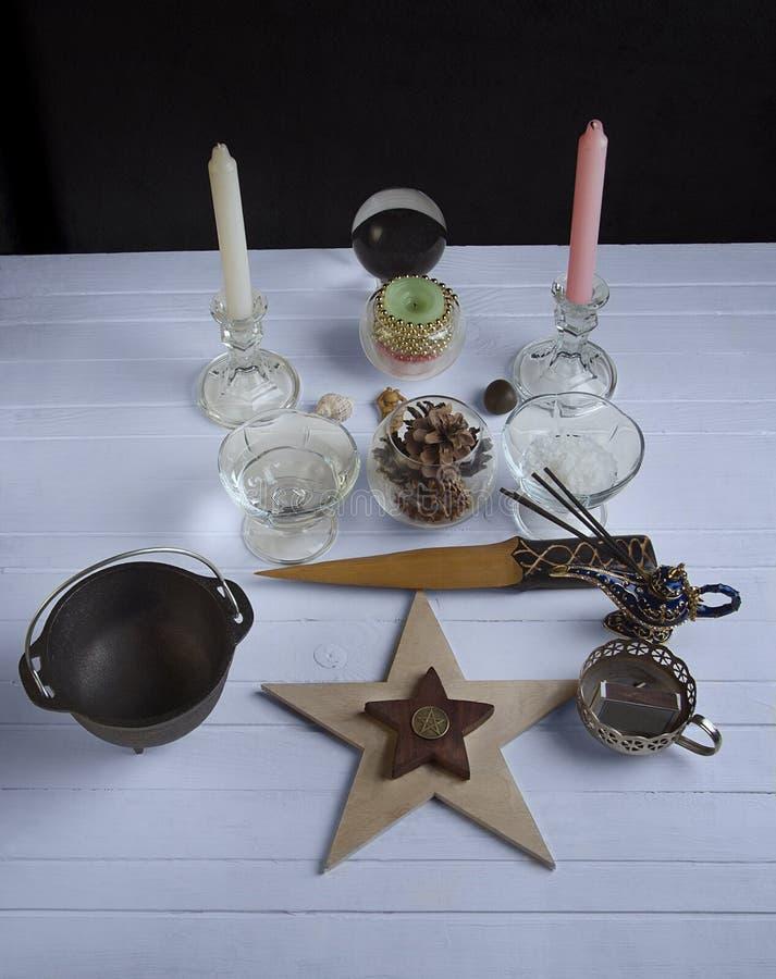 Altar de Wiccan para Yule fotos de archivo