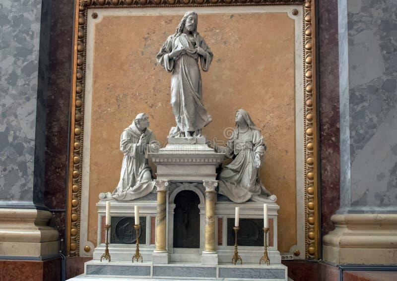 Altar del corazón dentro de la basílica de Esztergom, Esztergom, Hungría de Jesús imagenes de archivo