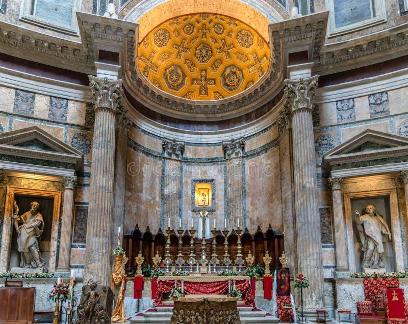 Altar dentro do panteão - Roma, Itália imagens de stock royalty free