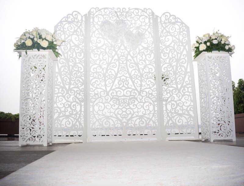 Altar do branco do casamento imagens de stock royalty free