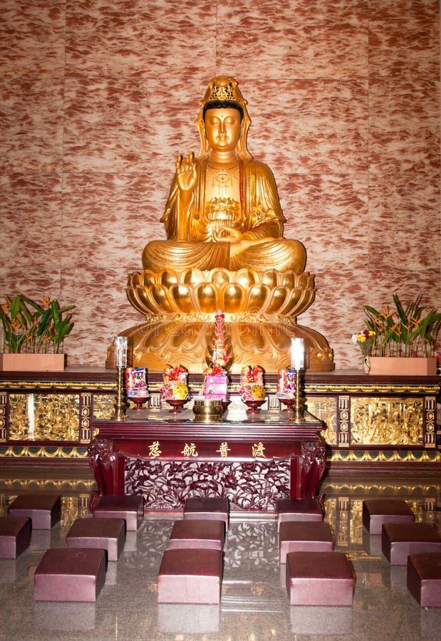 Altar dourado de Buddha imagem de stock