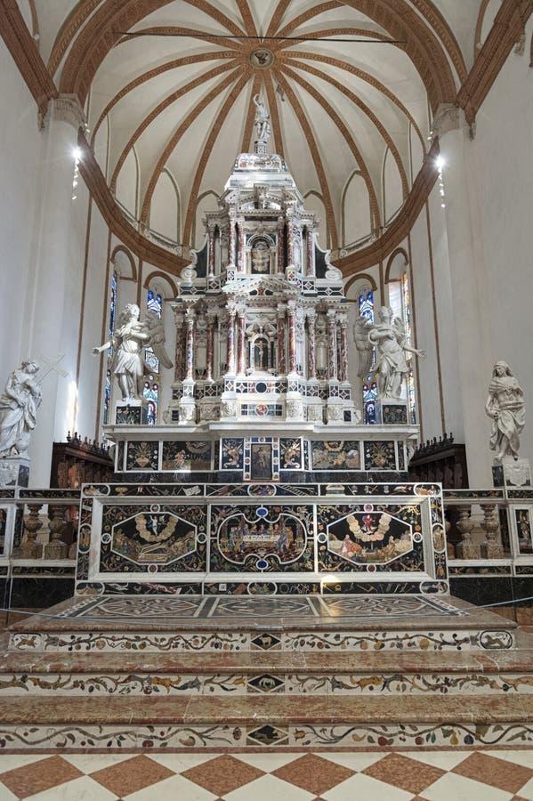 Altar em Major Chapel Cappella Maggiore e Altare Maggiore de di Santa Corona de Chiesa, Vicenza - Itália fotografia de stock royalty free