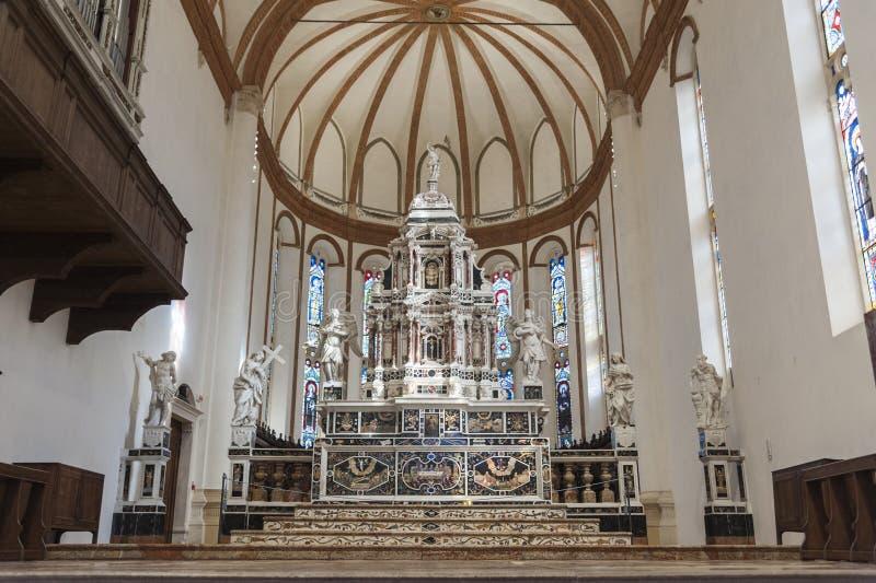 Altar em Major Chapel Cappella Maggiore e Altare Maggiore de di Santa Corona de Chiesa, Vicenza - Itália foto de stock royalty free