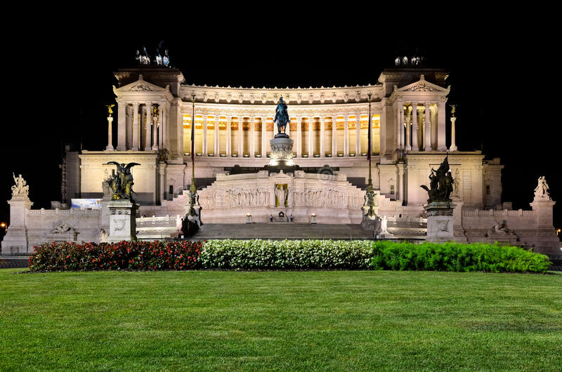 Download Altar Of The Fatherland At Night In Rome Stock Photo - Image: 34297912