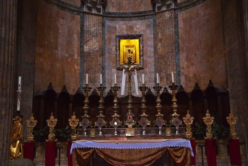 Altar-Goldikonen-Pantheon Rom Italien lizenzfreie stockbilder