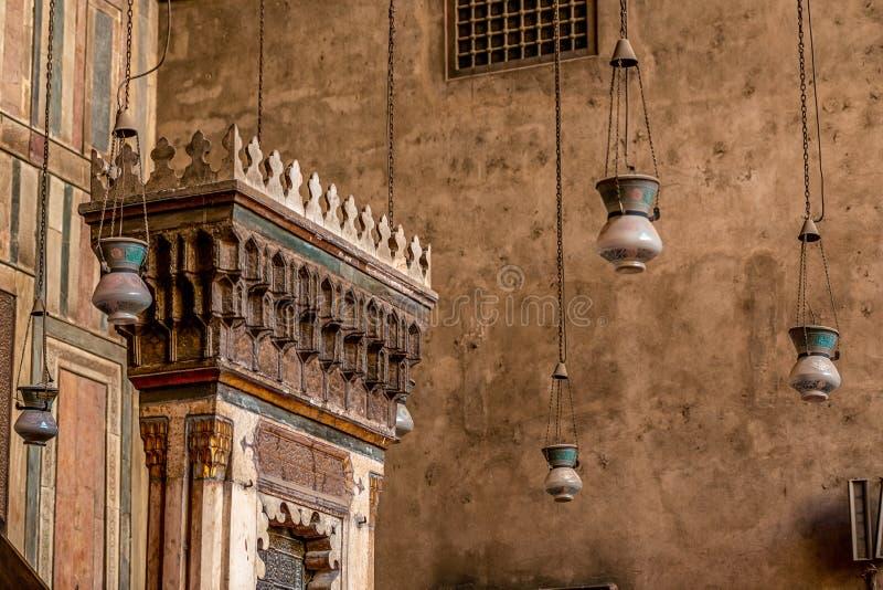 altar incredibly bonito e impressionante da mesquita antiga no Cairo imagem de stock