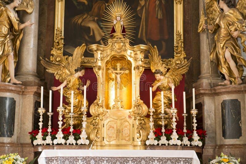 Altar-Kirche des Heiliger Geist München stockfotografie