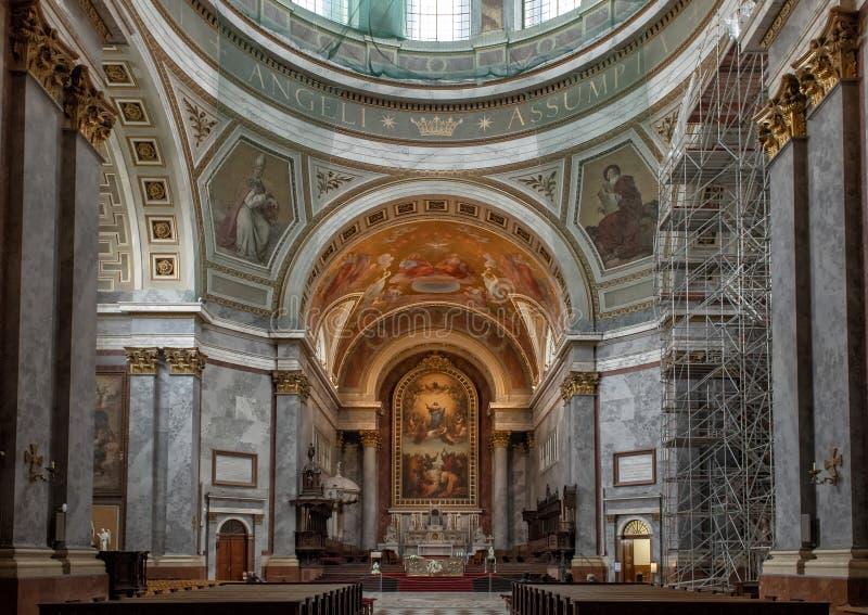 Altar maggiore della basilica di Esztergom, Eszergorn, Ungheria fotografia stock libera da diritti
