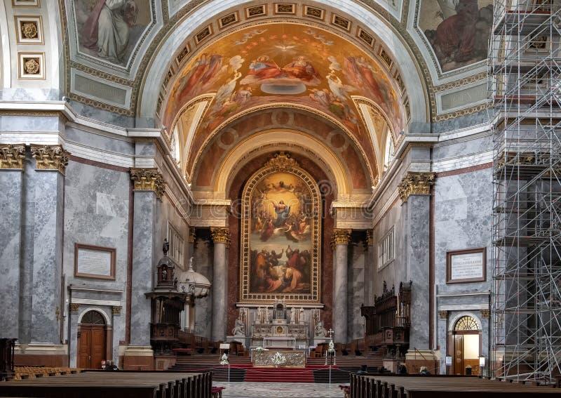 Altar maggiore della basilica di Esztergom, Esztergom, Ungheria immagini stock libere da diritti
