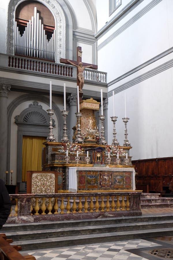 Altar maggiore nei Di San Lorenzo della basilica a Firenze fotografia stock libera da diritti
