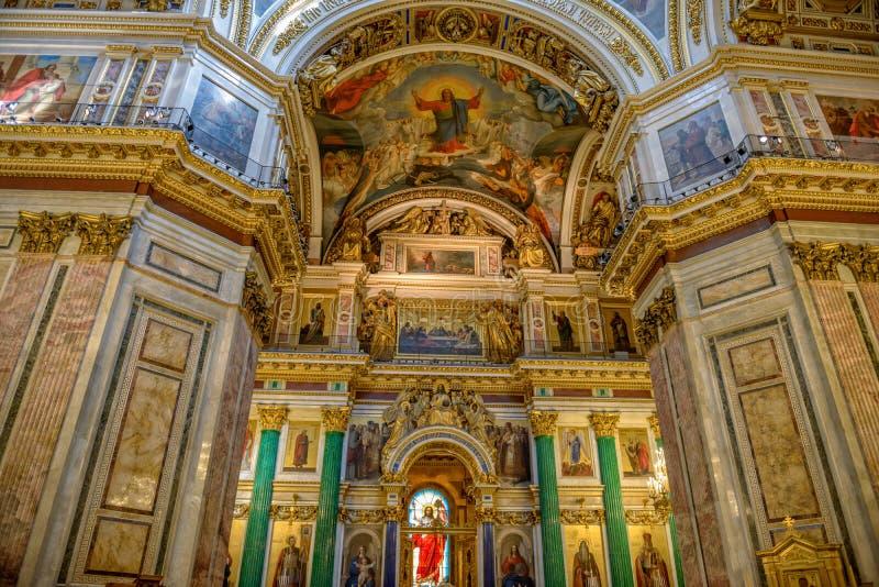 Altar na catedral de Isaac de Saint St Petersburg, Rússia imagem de stock