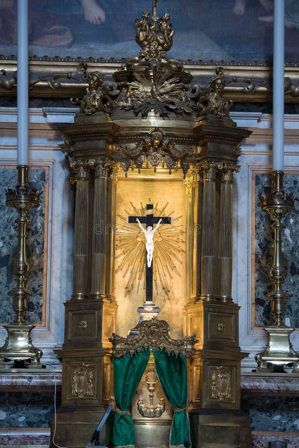 Altar na catedral metropolitana de St Peter, Bolonha, Itália fotos de stock royalty free