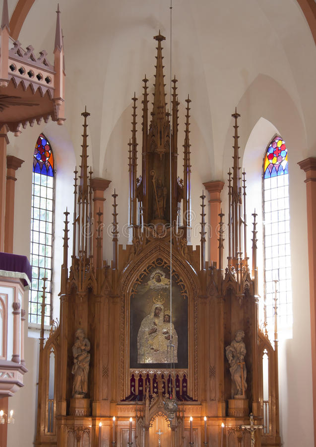 Altar na igreja católica foto de stock