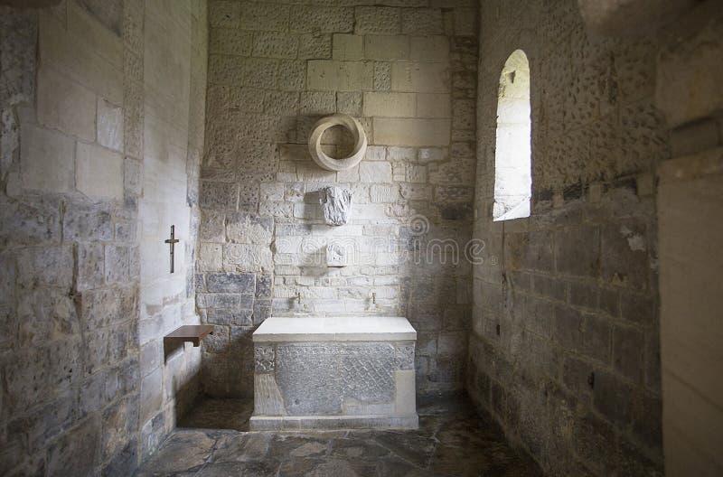 Altar na igreja saxona Bradford em Avon imagem de stock royalty free