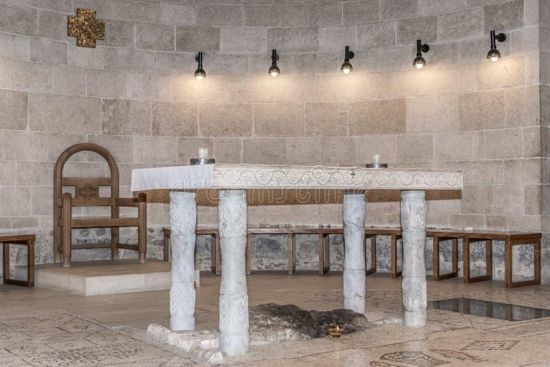 Altar na igreja Tabgha foto de stock