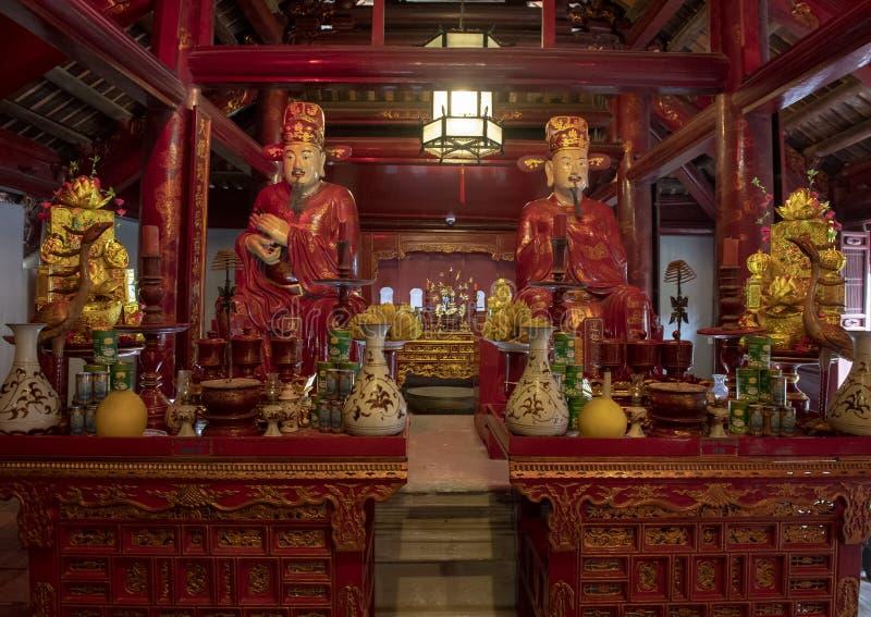 Altar para la adoración Confucio en el edificio de Thuong Dien, 4to patio, templo de la literatura, Hanoi, Vietnam imagenes de archivo