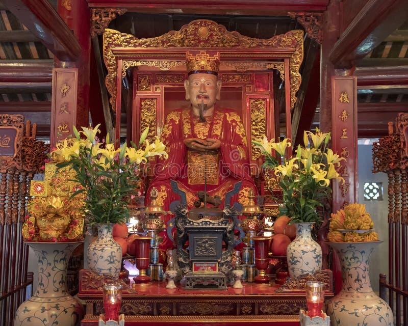 Altar para la adoración Confucio en el edificio de Thuong Dien, 4to patio, templo de la literatura, Hanoi, Vietnam fotos de archivo libres de regalías