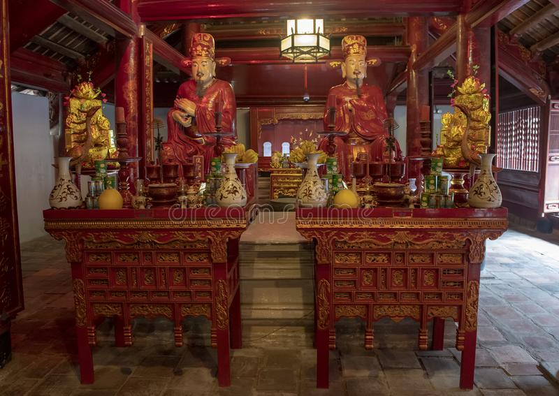 Altar para la adoración Confucio en el edificio de Thuong Dien, 4to patio, templo de la literatura, Hanoi, Vietnam imágenes de archivo libres de regalías