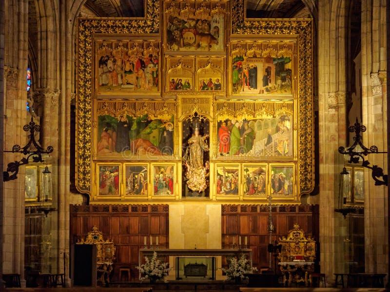 Altar principal da catedral - Leon imagens de stock royalty free