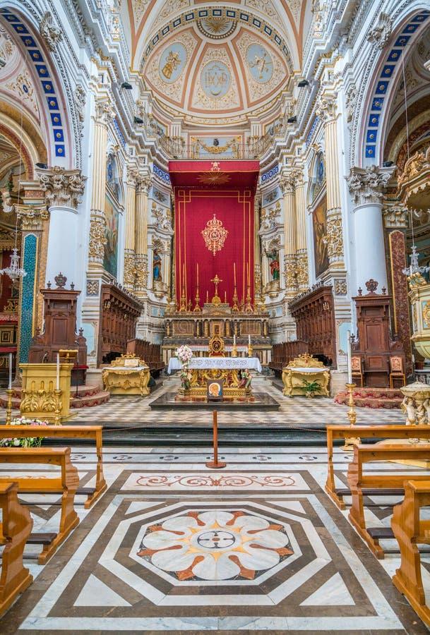 Altar principal na catedral de San Pietro Saint Peter nas pitadas Sicília, Itália do sul fotos de stock royalty free