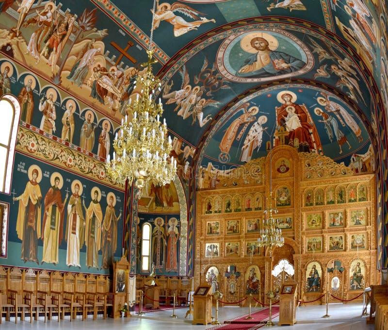 Altar religioso dentro del monasterio Timisoara de la holgura fotografía de archivo libre de regalías