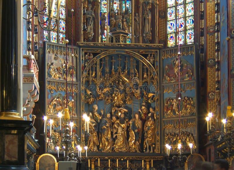 Altar in St Mary Kirche in Krakau lizenzfreie stockbilder