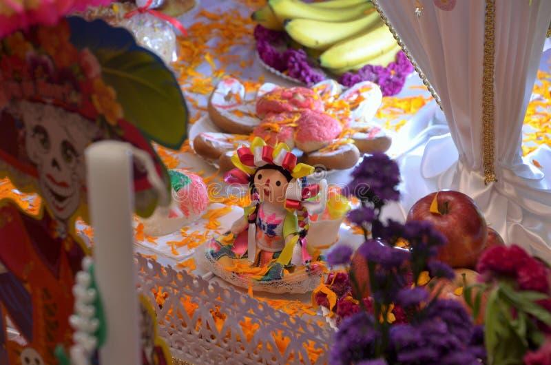 Altare av offerings - DeathÂs dag i Mexico royaltyfri bild