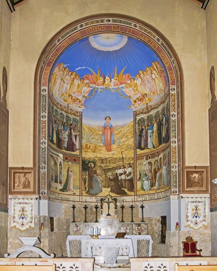 Altare av umgängekyrkan nära Jerusalem royaltyfria bilder