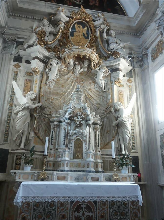 Altare della chiesa di Spoleto fotografia stock