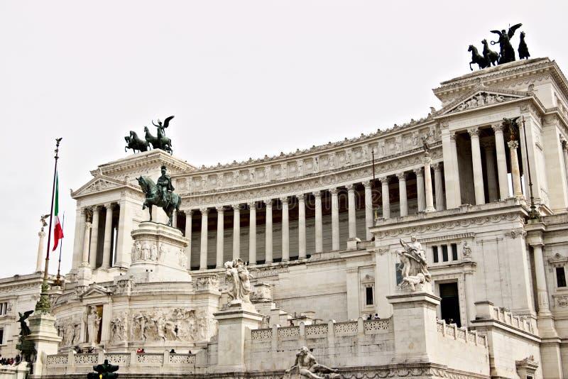 Altare della patria o del Vittoriano in piazza Venezia a Roma Grande monumento con la colonnato fatta del marmo di Botticino immagini stock