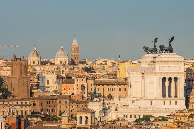 Altare della Patria, som sett från Gianicolo, Rome, Italien fotografering för bildbyråer