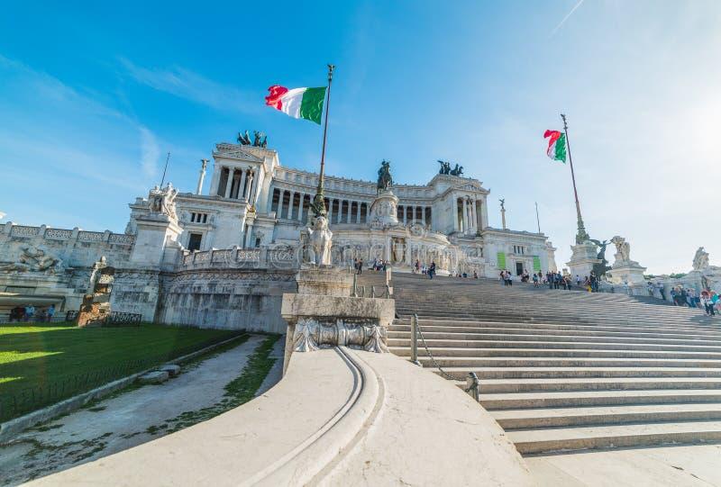Altare della patria un giorno soleggiato a Roma fotografia stock libera da diritti