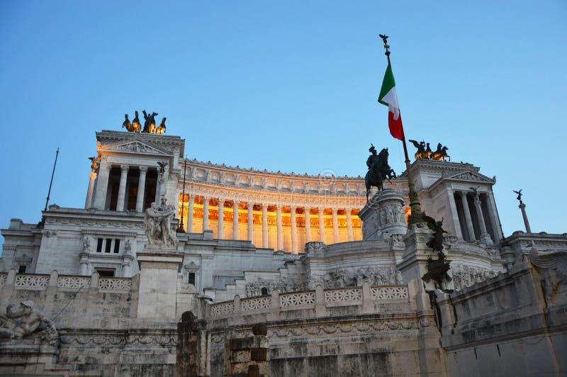 Altare dellaPatria nationell monument till den Victor Emmanuel II solnedgången, Rome arkivfoto