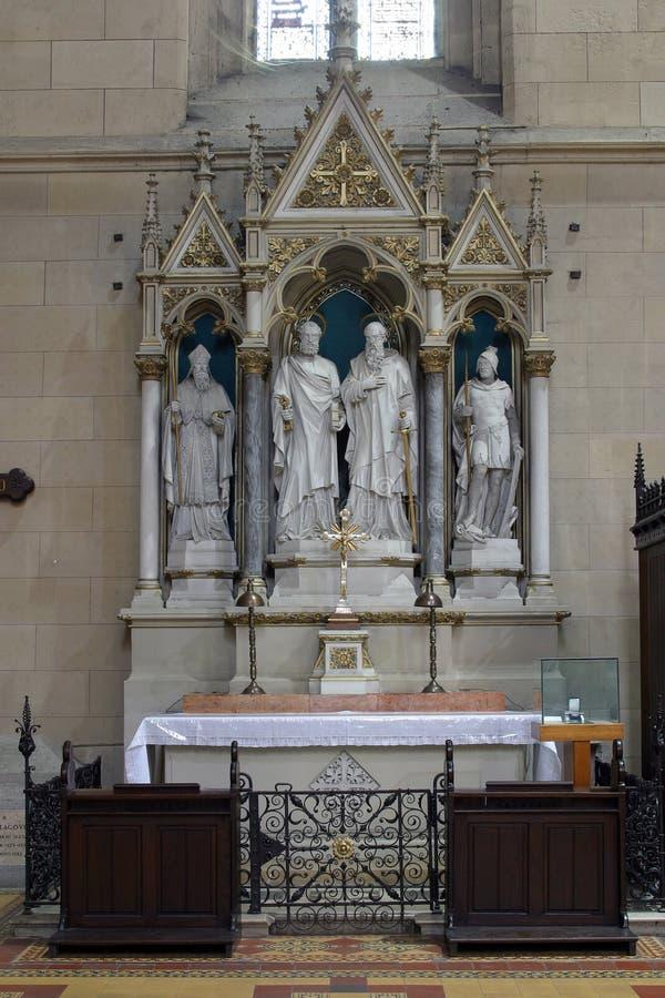 Altare di St Peter e di Paul nella cattedrale di Zagabria fotografia stock