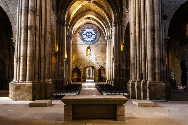 Altare e navata principale di vecchia cattedrale di Lleida La Catalogna Spagna immagini stock