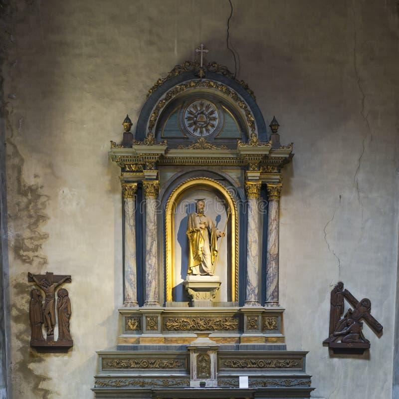Altare i kyrka royaltyfria foton
