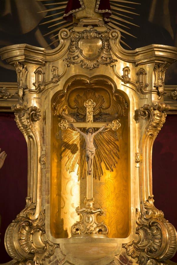 Altare i kyrka av den heliga anden Munich royaltyfri fotografi