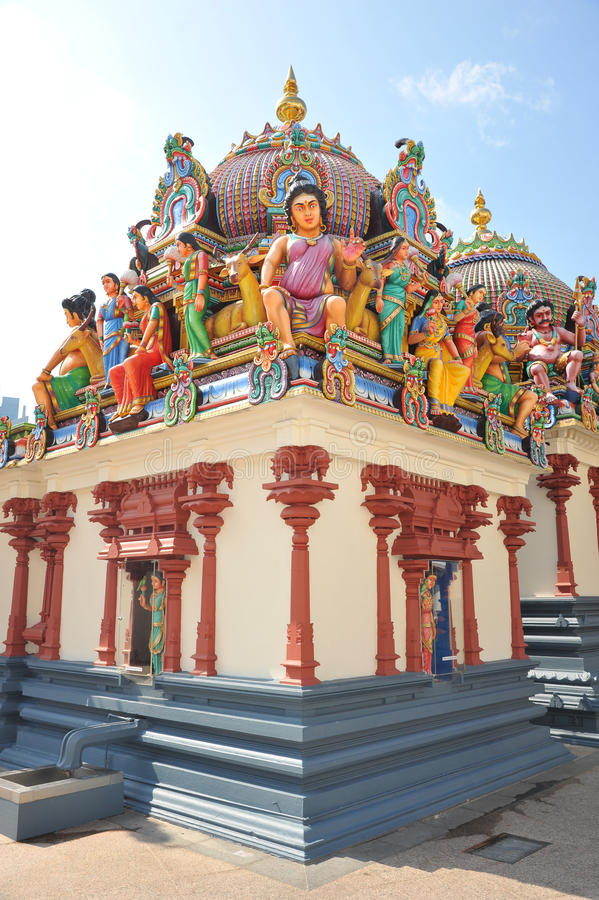 Altare indù di preghiera con le statue del dio fotografia stock libera da diritti