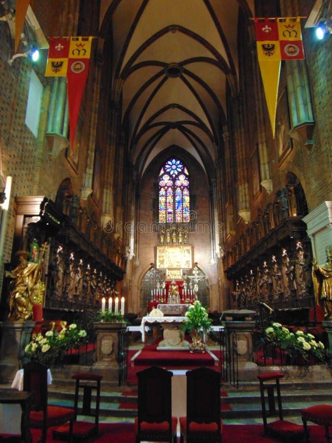 Altare inom St John Baptist Cathedral arkivbilder