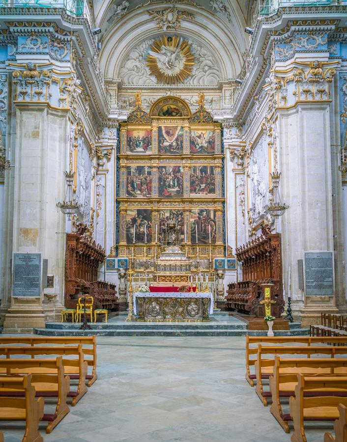 Altare principale nel duomo di San Giorgio in briciole, esempio fine di arte barrocco siciliana La Sicilia, Italia del sud immagine stock libera da diritti