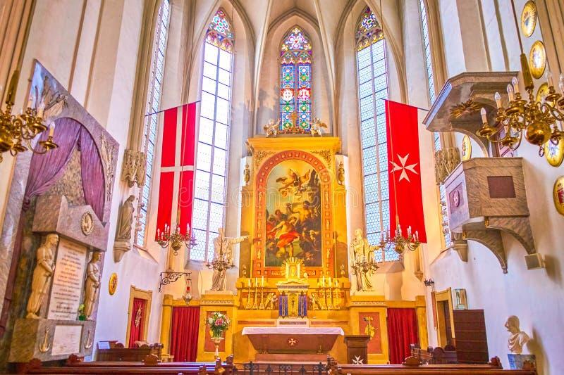 Altaret av den maltesiska kyrkan i Wien, Österrike royaltyfri foto