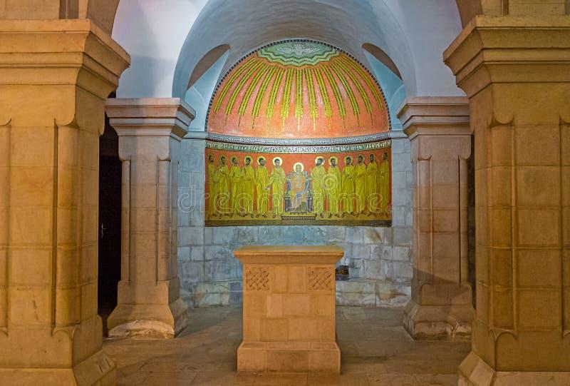 Altaret i krypta royaltyfri fotografi