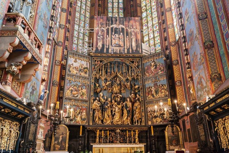 Altartavlan av Veit Stoss i Sts Mary basilika, Cracow, Polen arkivfoto