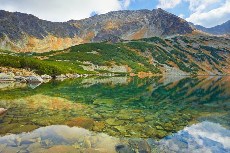 Altas montañas europeas Valle polaco de cinco charcas foto de archivo