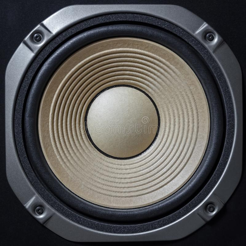 Altavoces de alta calidad Sistema de sonido de alta fidelidad en la tienda para el estudio de grabación sano Caja de altavoz de a fotos de archivo libres de regalías