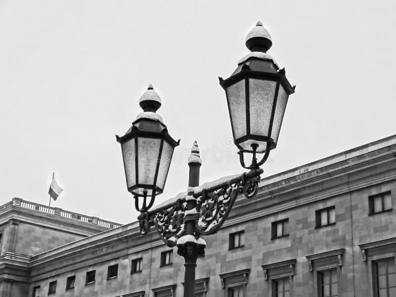 altay belokurikha健康闪亮指示晚上手段射击了西伯利亚街道 免版税库存图片