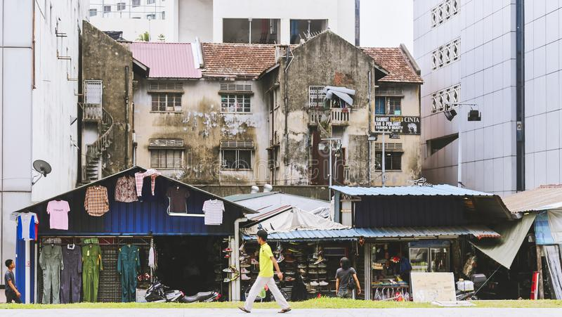 Altbau mit Speichern zwischen neueren Gebäuden stockbilder